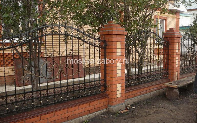 строительство заборов с ковкой в Москве